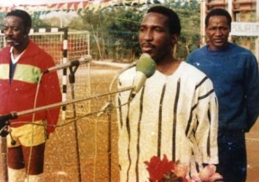 Thomas Sankara portant du faso dan fani, source : 226infos. Photo protégée